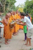 Il merito ai monaci — Foto Stock
