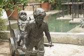 公園での像の人々 — ストック写真