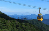 DANANG,VIETNAM - JULY 15: Tourists passenger cable car up the beautiful views on the mountain on July 15,2014 in Danang,vietnam — Stockfoto