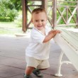 Child learning to walk — Stock Photo
