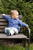 Child on bench — Stock Photo