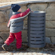 Child at rubbish bin — Stock Photo