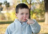 儿童领料鼻子 — 图库照片