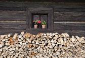 小屋的窗 — 图库照片