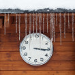 Winter time clock with icicles — ストック写真