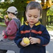 Children eating apple — Stock Photo