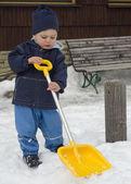 Niño invierno con pala — Foto de Stock