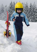 Child at skiing resort — Stok fotoğraf