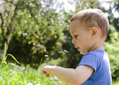 Child playing in nature — Stock Photo