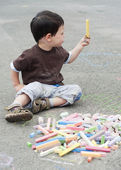 Child drawing with chalk — Stock Photo