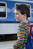 Child at train station — Stockfoto