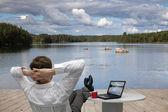 Uomo d'affari si rilassa — Foto Stock
