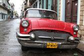 λαμπερό κόκκινο buick 1957, στην αβάνα — Φωτογραφία Αρχείου
