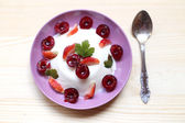 Creamy panacotta with fresh berries — Stock Photo