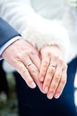 Couple's hands with rings — Stock Photo