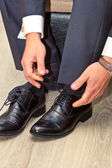 A man wears shoes — Stock Photo