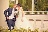 Bride and groom outdoor wedding portraits — Stock Photo