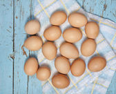 Chicken eggs on a wooden table — Stockfoto
