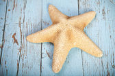 Starfish on wooden background — Stok fotoğraf