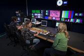 Tripulação na galeria de transmissão de tv — Foto Stock
