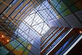 现代建筑的 atrium — 图库照片