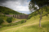 Viaduct in English Countryside on Cloudy Day — Stock Photo