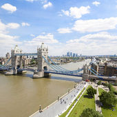 Tower bridge en de rivier thames — Stockfoto