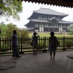 Tourists at Todaiji, Nara, Japan — Stock Photo