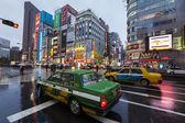 Taxis on rainy street in Shinjuku, Tokyo — Stock Photo