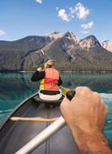Canoeing on Emerald Lake — 图库照片