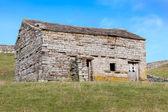 Stone Barn in Meadowland — Stock Photo