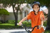 非洲裔美国男孩儿童骑自行车 — 图库照片