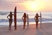 Women Surfers In Bikinis With Surfboards At Sunset Beach — Stock Photo