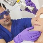 Doctor Fractional CO2 Laser Skin Treatment Senior Woman — Stock Photo