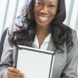 African American Woman Using Tablet Computer — Stock Photo