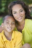 African american vrouw moeder met jongen zoon — Stockfoto