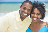 Happy African American Man Woman Couple Beach — Stock Photo