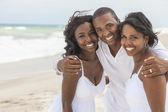 Africká americká rodina na pláži — Stock fotografie