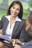 Kobiety lub kobieta w biurze spotkanie — Zdjęcie stockowe