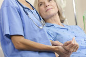 Senior Female Patient In Hospital Bed & Woman Doctor — Stock Photo