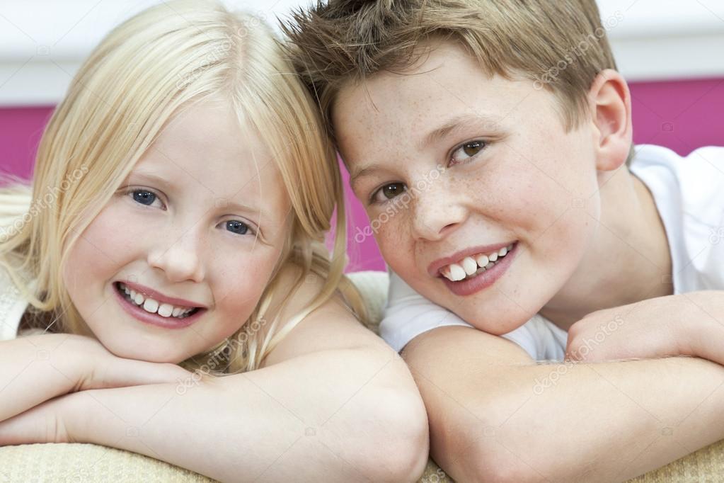 сестра и брат одни дома фото онлайн