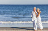 Happy Senior Couple Embracing on Tropical Beach — Stock Photo