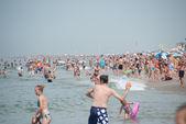 Lidé na pláži — Stock fotografie