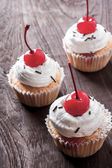 Cherry cupcakes — Stock Photo
