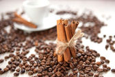 Cinnamon with coffee beans — ストック写真