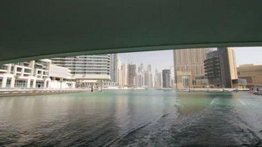 从船上看到的迪拜码头 — 图库视频影像