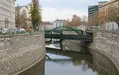 Olhando em um três pontes — Fotografia Stock