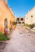 Caminando en Monasterio — Foto de Stock
