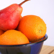 A bowl with fruits — Stockfoto