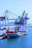 BARCELONA, SPAIN - July 24, 2013: View of ship loading in cargo — Stock Photo